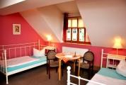 <h5>Red Room</h5><p>Das nostalgische Zimmer in unserem Gasthof.</p>