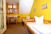 <h5>Yellow Room</h5><p>Das Zimmer für zwei Personen.</p>